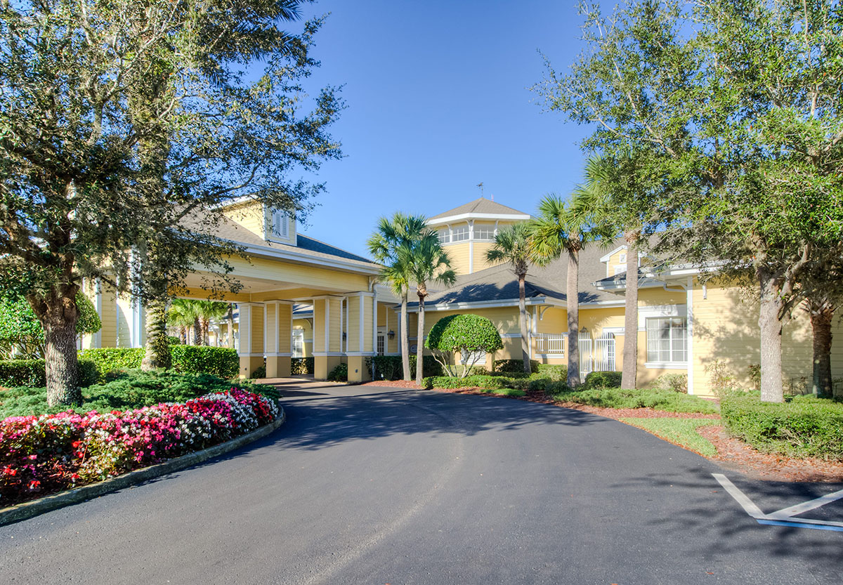 driveway leading to aston gardens tampa bay